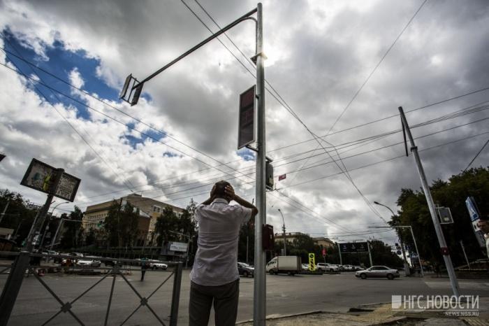 Светофоры на перекрёстке Красного проспекта и ул. Писарева стали пищать гораздо тише