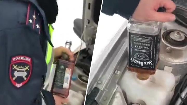 В Новосибирске уволили автоинспектора, который залил в служебный автомобиль виски вместо незамерзайки