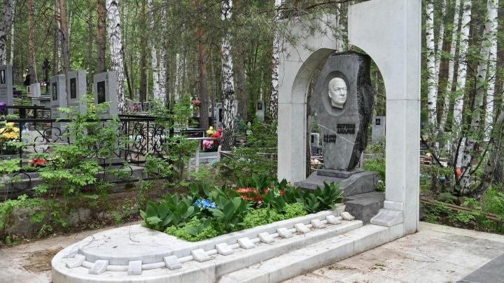 Кладбища с историей: где похороненыизвестные ученые и уральский бизнесмен, убитый на глазах семьи