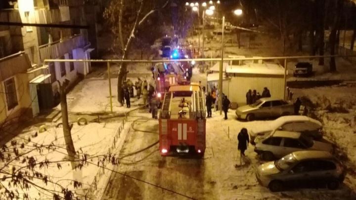 Очевидцы: в пожаре около Кировского рынка погибла пенсионерка