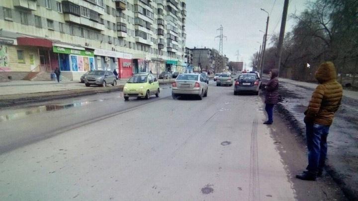 «Выбежал на дорогу за мячиком»: в Челябинске иномарка сбила десятилетнего школьника