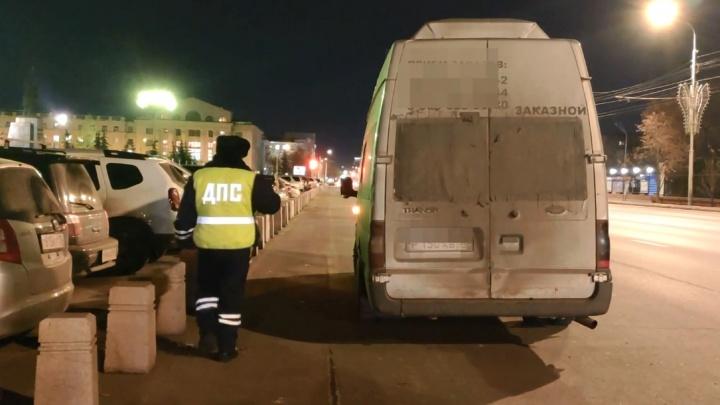Неисправный автобус, полный детей-спортсменов, поймали в центре Красноярска