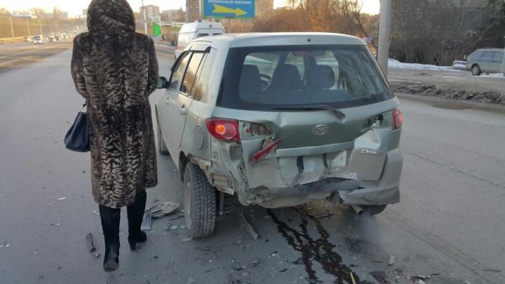 Пассажирка «Мазды» повредила шею в ДТП на Сибиряков-Гвардейцев
