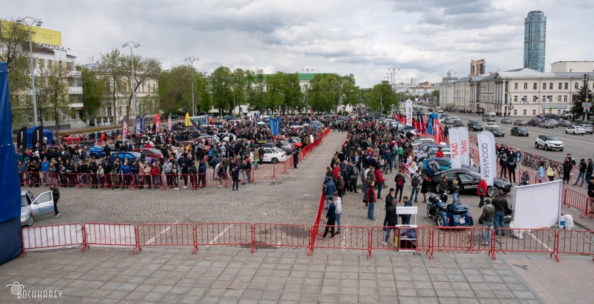 Их басы слышала вся администрация: на площади 1905 года прошли соревнования по автозвуку (фото)