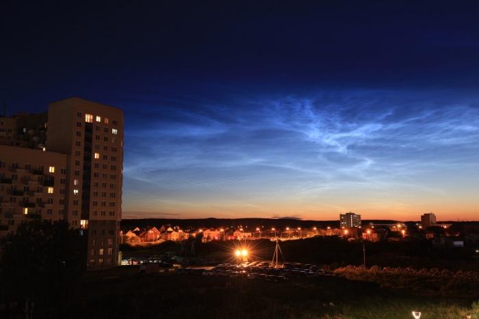 Облака выглядят так, будто светятся изнутри