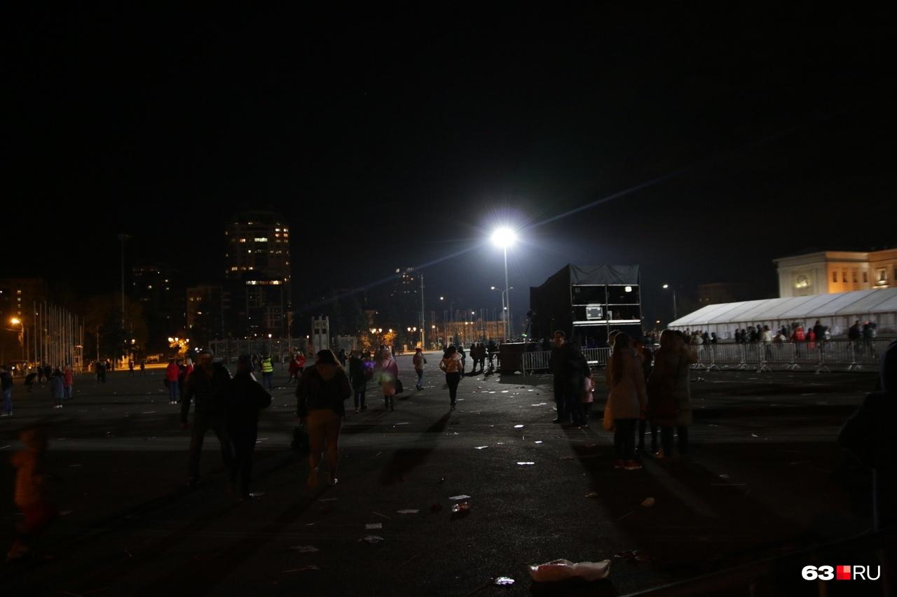 Площадь Куйбышева опустела быстро: завтра всем на работу