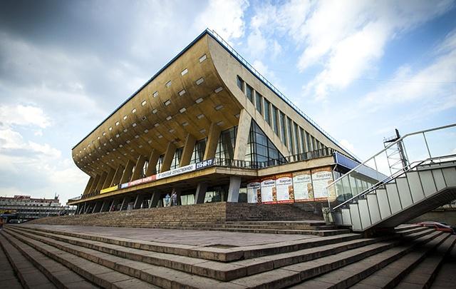 Дворец спорта в центре Челябинска наказали за выбросы