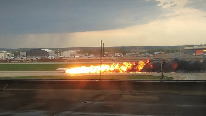 После удара молнии отключился автопилот: МАК опубликовал отчет о катастрофе «Суперджета»