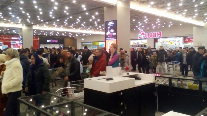 """""""Снова минёры?"""": в Екатеринбурге эвакуировали несколько торговых центров"""