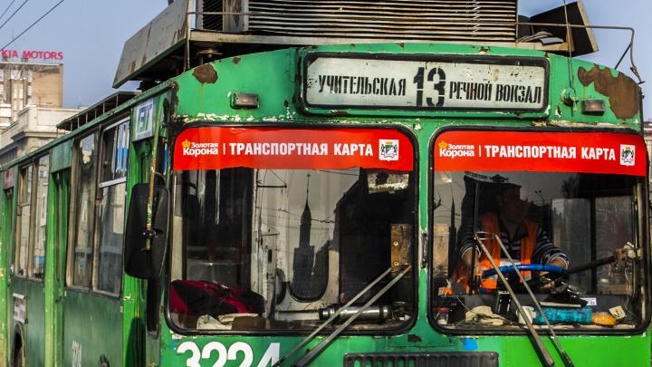 Водителя троллейбуса обвинили в смерти пассажирки на Красном проспекте