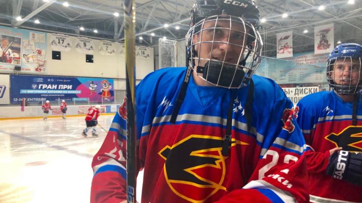 ПоЛёд нормальный: пилоты «Стрижей» сыграли в хоккей перед авиашоу в Челябинске