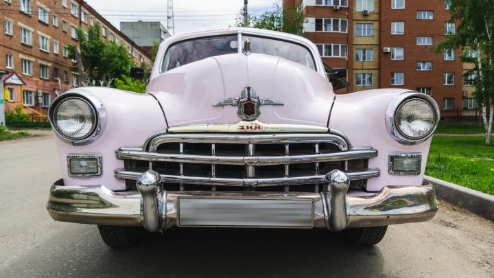 Розовая мечта с двигателем от БТР: катаемся на ЗиМе, который 30 лет возил омского священника