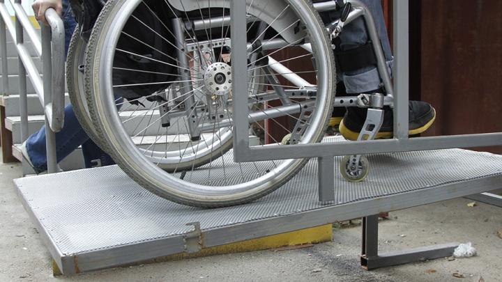 Суд обязал мэрию Шадринска установить в многоквартирном доме подъемник для инвалида
