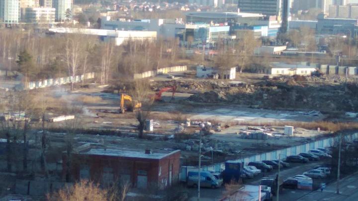 На площадку будущего «золотого» автовокзала выехали экскаваторы. Публикуем видео