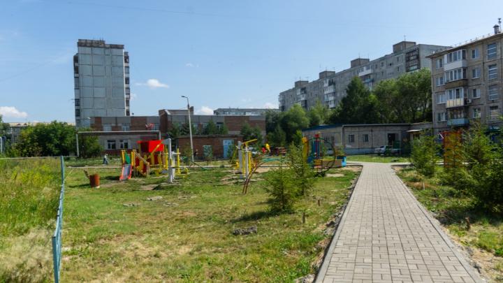 Шведские стенки и имитация ходьбы на лыжах: где в Омске установят новые детские площадки