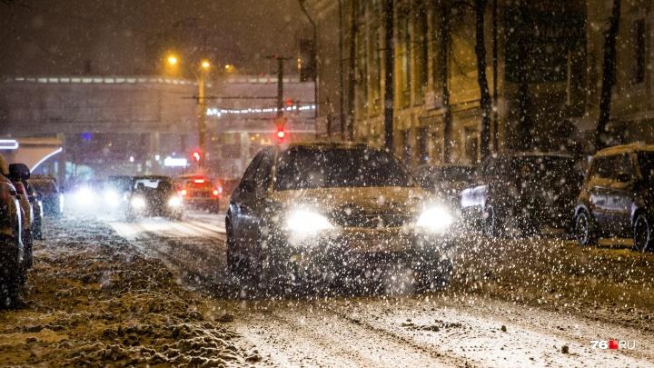 «Много ДТП, перебои с транспортом. И это ещё не всё»: спасатели предупредили ярославцев о непогоде