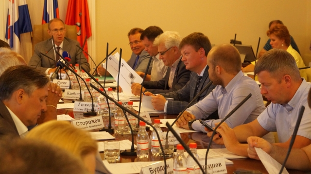 «Надо сделать транспорт привлекательным». Депутаты гордумы обсудили новую маршрутную сеть