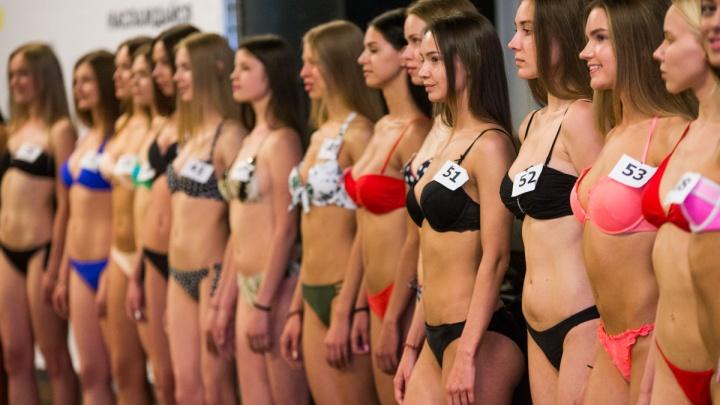 Красотки на сцене: генеральная репетиция шоу «Мисс Екатеринбург» в прямом эфире