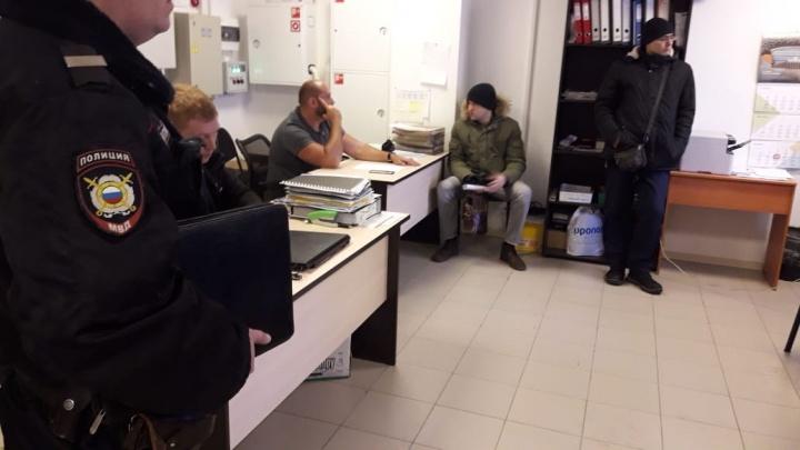 Пришлось вызывать полицию: жильцы домов в Екатеринбурге попытались выселить «злую» управляющую компанию