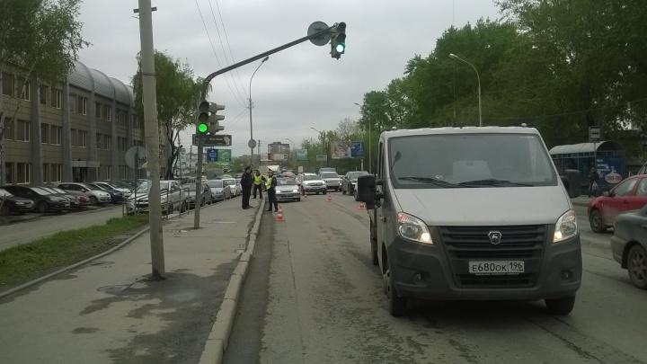 На Комсомольской сбили пенсионера, перебегавшего дорогу в нескольких метрах от пешеходного перехода