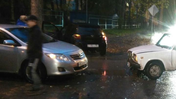 Улица 25 лет Октября встала в пробку из-за аварии