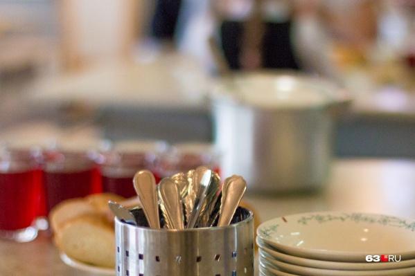 В некоторых учреждениях к мытью посуды подходят безответственно