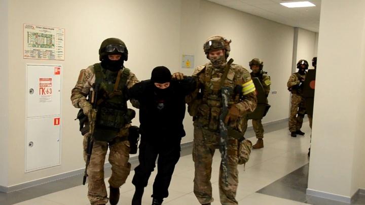 Силовики с автоматами ворвались в СФУ: показываем, как проходили учения ФСБ в Красноярске
