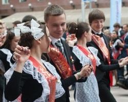 На Советской площади в Уфе станцевали более пяти тысяч выпускников