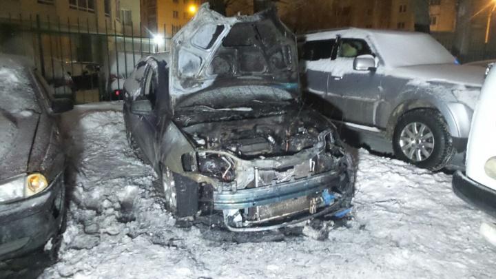 На Эльмаше сгорела легковушка, принадлежащая мужчине-инвалиду