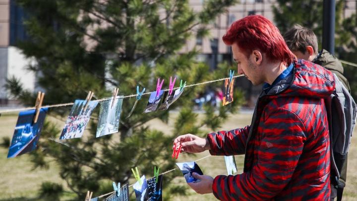 В Академгородке новосибирцы «высушили» на прищепках фотографии
