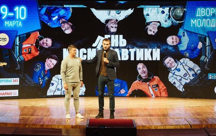 Антон Шипулин сыграл в карикатурном номере вместе с артистами