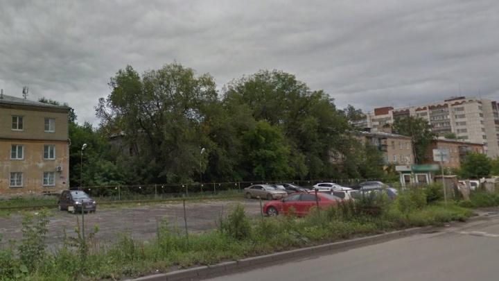 У челябинского предпринимателя украли Land Cruiser с охраняемой стоянки в Ленинском