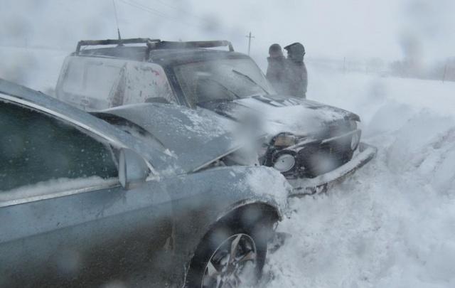 В Башкирии на трассе лоб в лоб столкнулись «Нива» и легковушка: пострадала пассажирка