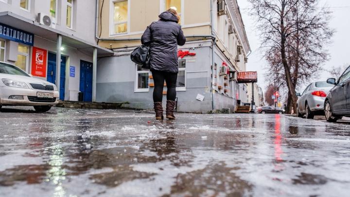 МЧС Прикамья предупреждает об авариях из-за сильного гололеда и изморози