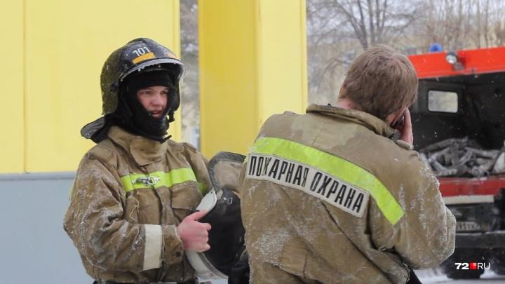 В десятиэтажке на Молодежной горела квартира: пожарные эвакуировали 56 человек