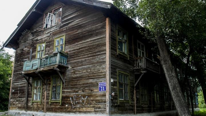 Батареи бросали в окна: ветхий дом ограбили под видом расселения