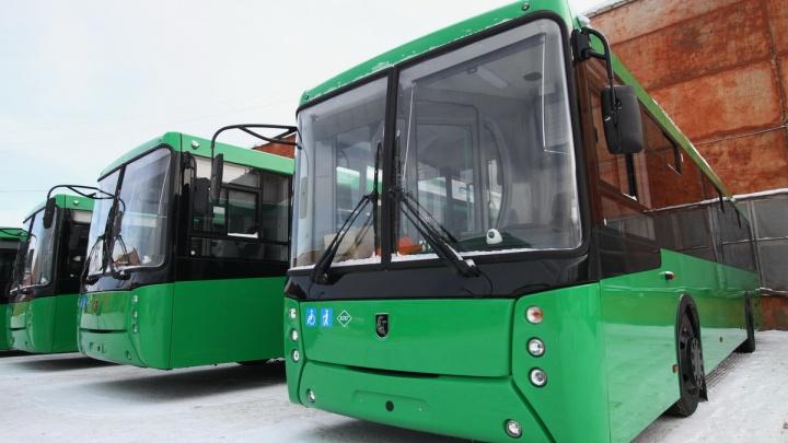 На автопредприятии Екатеринбурга водителя во время драки толкнули под автобус