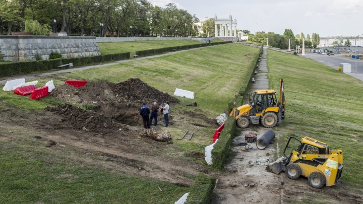 «Завтра все исправим»: набережную Волгограда перекопали из-за лопнувшей ливнёвки
