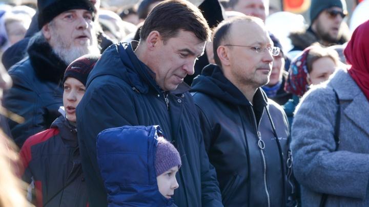 «Мы поговорим и всё обсудим»: Евгений Куйвашев отреагировал на ночную битву за сквер