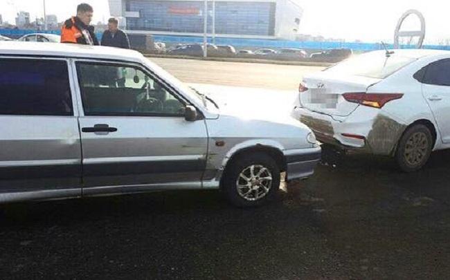 В Уфе ВАЗ-2114 протаранил иномарку: пострадала пассажирка