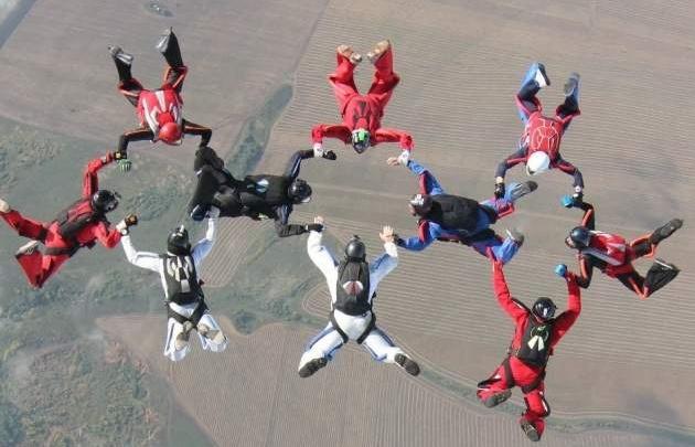 Парашютисты из Башкирии установили рекорд по парашютной групповой акробатике