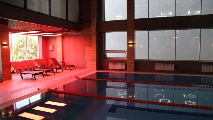 В Новосибирске открылся фитнес-клуб с инструкциями на тренажерах для новичков