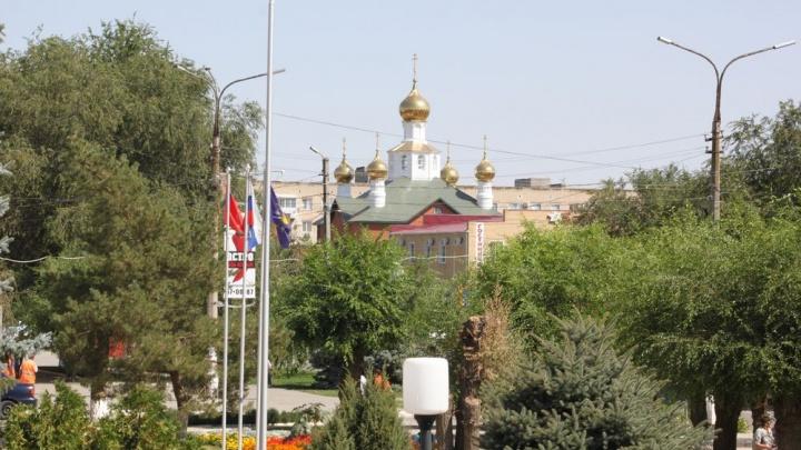Центр Котельниково осенили золотые купола нового храма