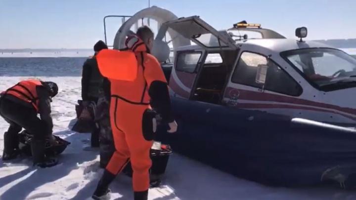 Началось: на Белоярском водохранилище спасли рыбаков с отколовшейся льдины