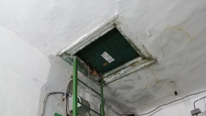 «Лёд тронулся»: пьяный волгоградец растапливал горелкой замёрзшие трубы и затопил двухэтажку