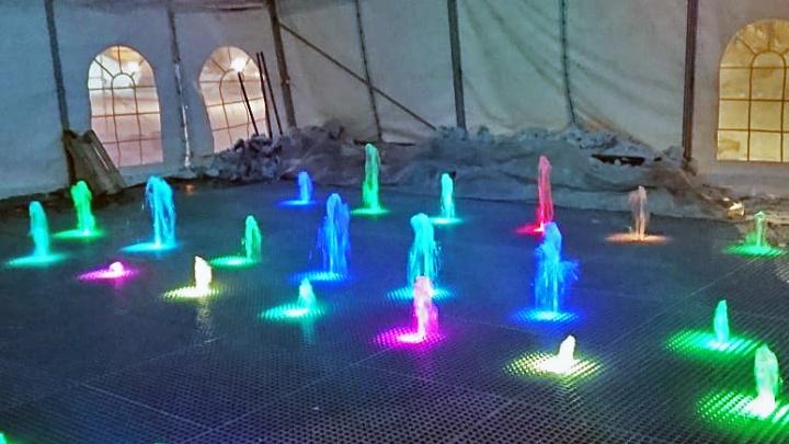 В Академгородке включили новый музыкальный фонтан с подсветкой