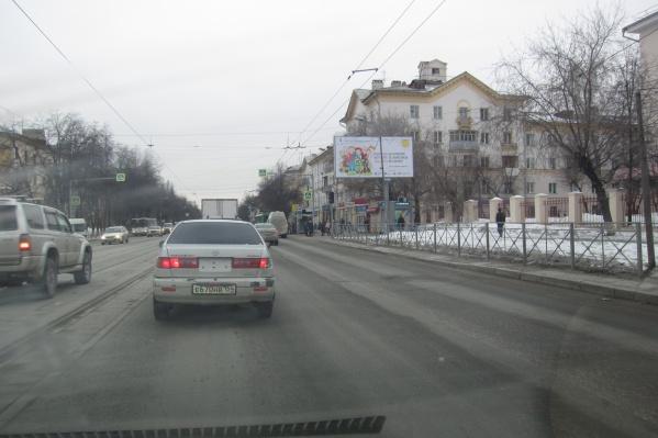 Фото сделано возле остановки «ДК Горького» после 8 часов утра
