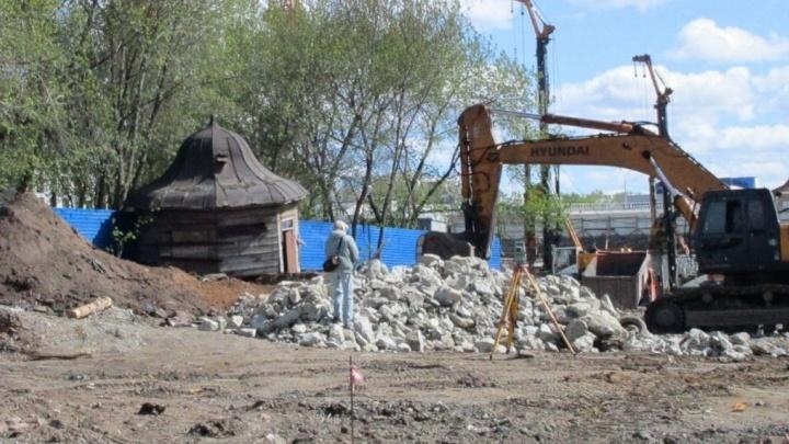 Старинную беседку, из-за которой грозились закрыть стройку элитного дома на Горького, отреставрируют