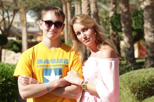 Олеся Дорогова с сыном Никитой