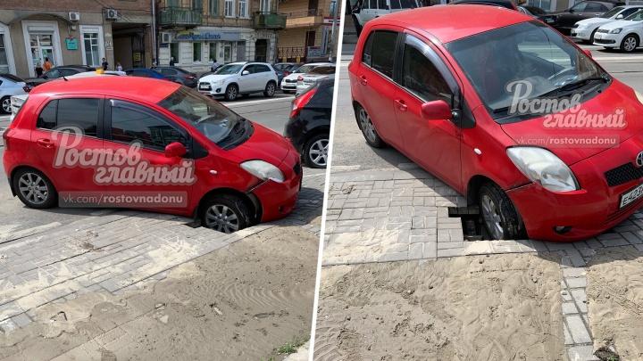 Полный провал: в Ростове ушла под землю часть парковки